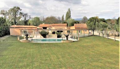 Villa 8 pièces 5 chambres 300 m² et 130 m² dépendances
